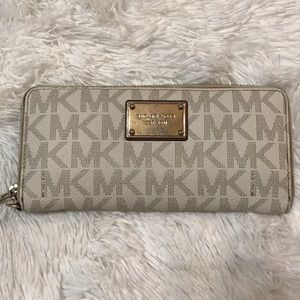 Michael Kors White Hamilton Continental Wallet